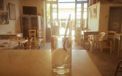 Βανίλια σ' ένα ποτήρι κρυγιό νερό